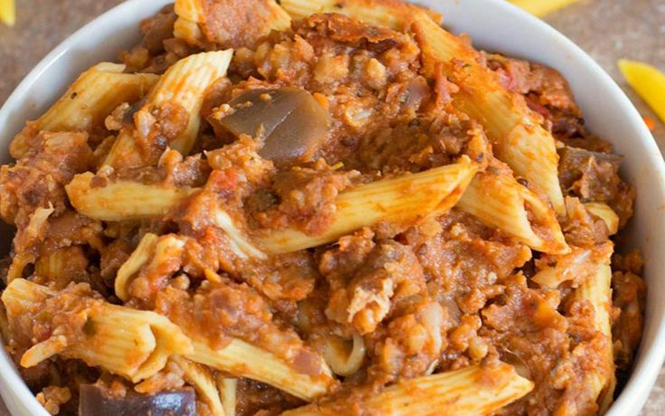 <p>Need an easy comfort food to keep you warm? This slow cooker lentil bolognese is a simple, hearty dinner for the whole family.  http://www.healingtomato.com/2016/12/06/slow-cooker-vegan-bolognese/</p>