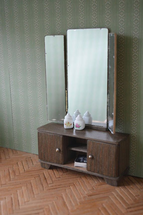 Mirror Three-winged mirror dressing-table for a doll's