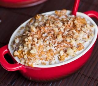 A healthy recipe for carrot cake oatmeal that tastes like dessert.