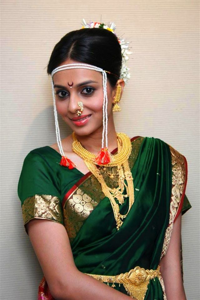 traditional indian Maharashtrian Bride wearing bridal saree and jewellery