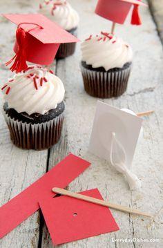 DIY Graduation cap cupcake toppers