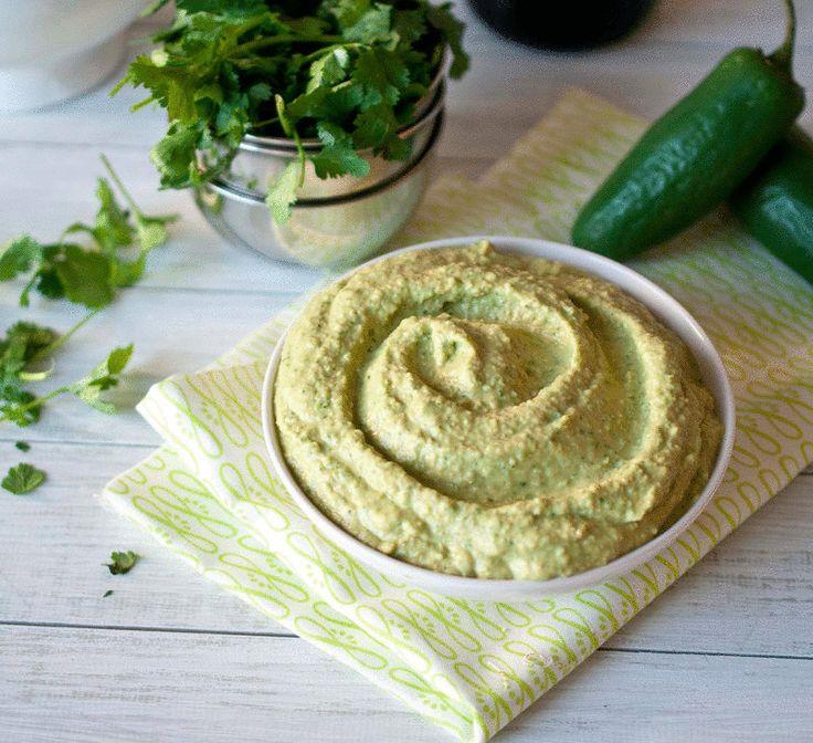 Так как основной компонент хумуса — горох нут, эта холодная закуска богата растительным белком, клетчаткой, железом, марганцем, триптофаном, витаминами группы B и ненасыщенными жирами. В качестве бонуса вы получите профилактику проблем с ЖКТ