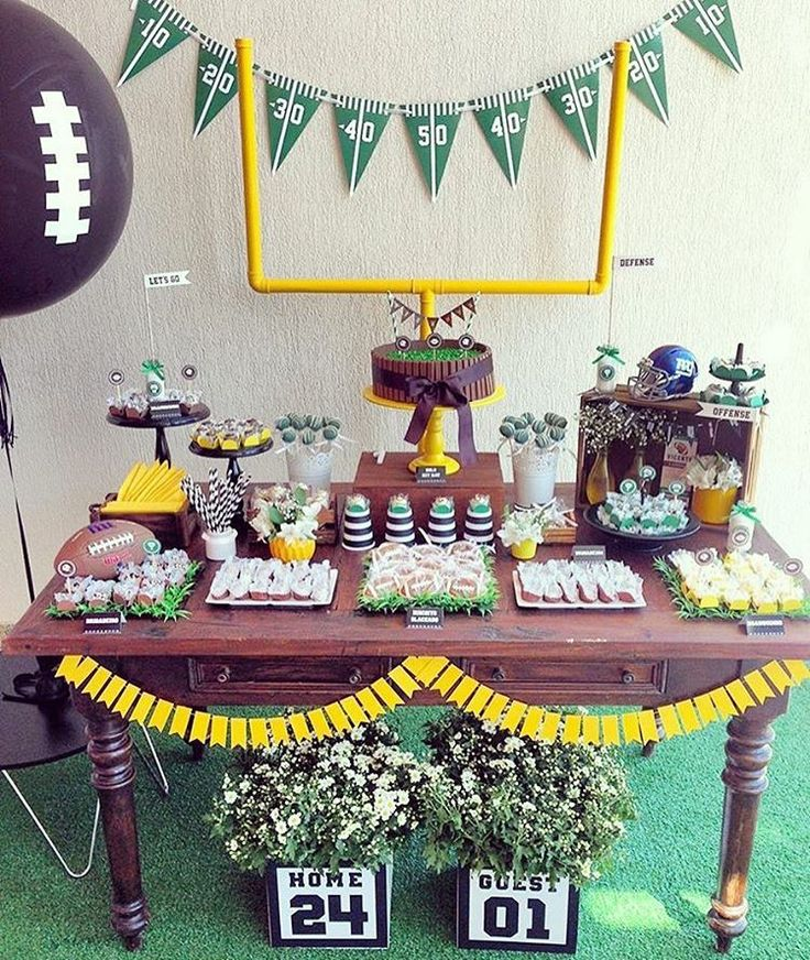 Football party!! Football candy table! Who's ready for the big game!? Well, we are!!  Party idea by milfolhas_festas