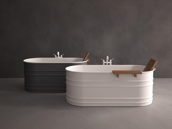 Agape design bad Vieques ontworpen door Patricia Urquiola. Een eigentijdse herontdekking van de ouderwetse badkuipen. Vieques is in staal, met een witte interne afwerking en wit of donkergrijze buitenkant ( RAL 7021 ) . Dit luxe bad kan worden aangevuld m - € 0,00