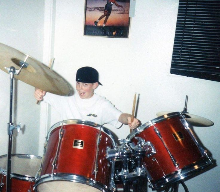 13 year old me........ Wearing a #jncojeans shirt and discovering my friends drum-set (at this time i was a saxophone player) 😂😂😂those were the days! #tbt