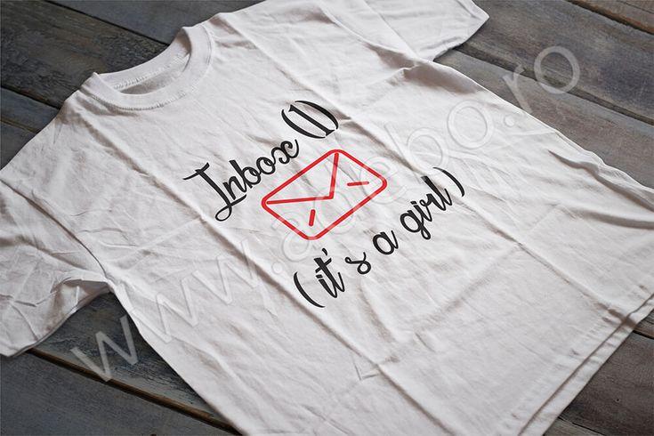 """Tricou personalizat pentru gravidute cu desenul """"Inbox (1) It's a girl"""" – daca sunteti in cautare de cadouri pentru femei gravide, cadouri pentru viitoare mamici atunci trebuie sa alegeti un tricou personalizat – impactul o sa fie de remarcat si cu siguranta veti ramane o vreme indelungata in gandul sarbatoritei."""