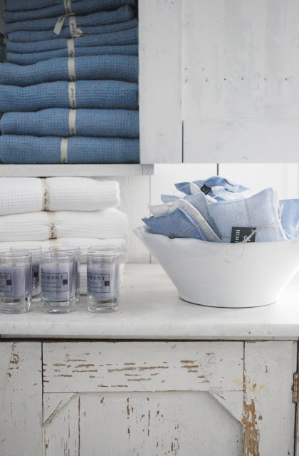 Love the label ribbon strips on the towels.