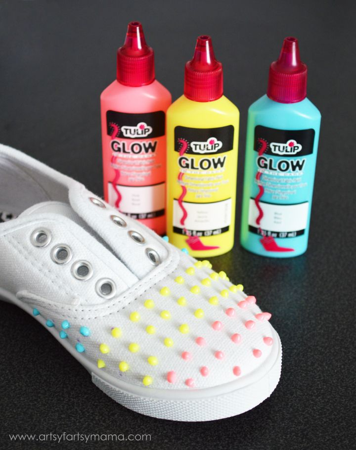 Glow-in-the-Dark Candy Button Shoes at artsyfartsymama.com #TulipGlow