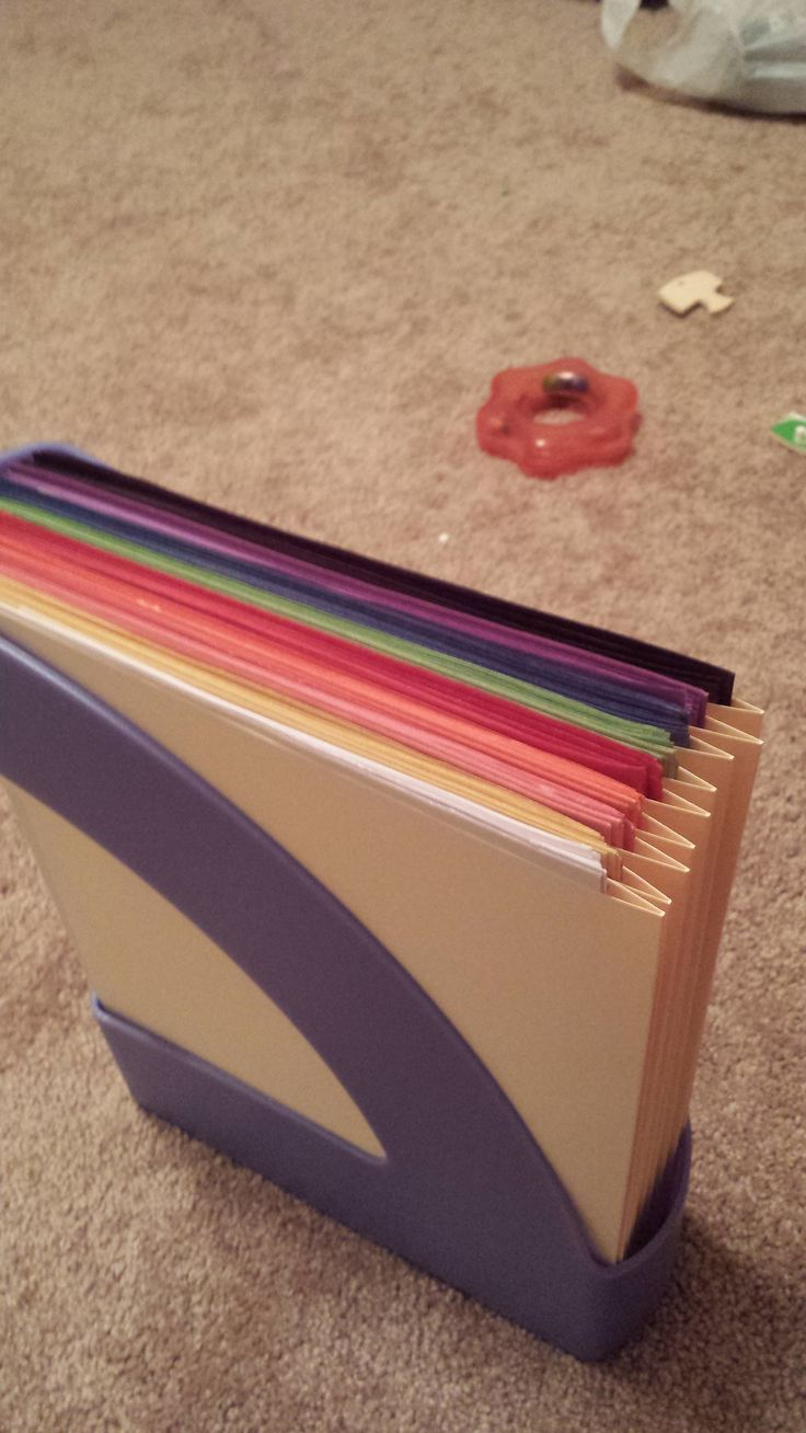 Construction paper storage inside a magazine holder using manila folders