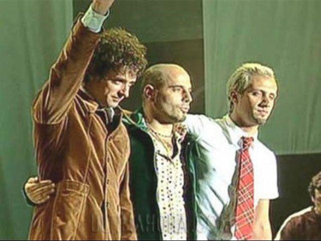 """_""""GRACIAS TOTALES""""! Palabras de despedida de Gustavo Cerati, un 20 de setiembre del año 1997, Soda Stereo, la banda que marcó un antes y un después en el rock argentino ofreció un recordado recital en un colmado estadio de River Plate, antes de su separación."""