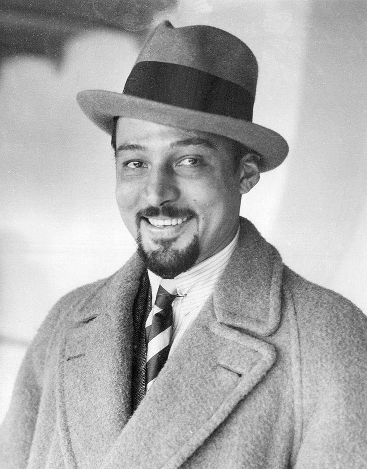 Rudolph Valentino with beard 1924 - Rudolph Valentino - Wikimedia Commons