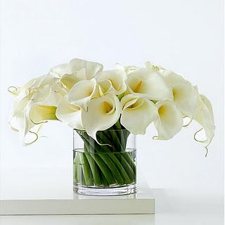 White calla lily centerpiece for May wedding #wedding #flower #Maywedding