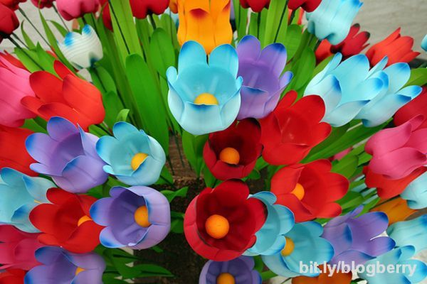 Tulips made of recycled plastic bottles great upcycle - Good kids project for Mother's Day