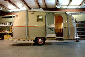 Vintage 1972 20ft AIRSTREAM ARGOSY Travel Trailer RV -- this thing is a dream come true.