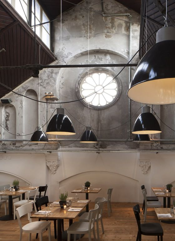 Mercat, Amsterdam, great architectural space. Looks like two different rooms!