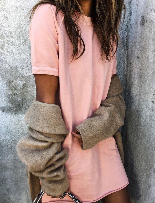 Robe sweat rose + long gilet camel = le bon mix (robe Sincerely Jules)