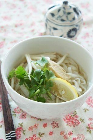 圧力鍋で作った鶏がらスープで作る★鶏肉のフォーなど by mi-inaさん ...