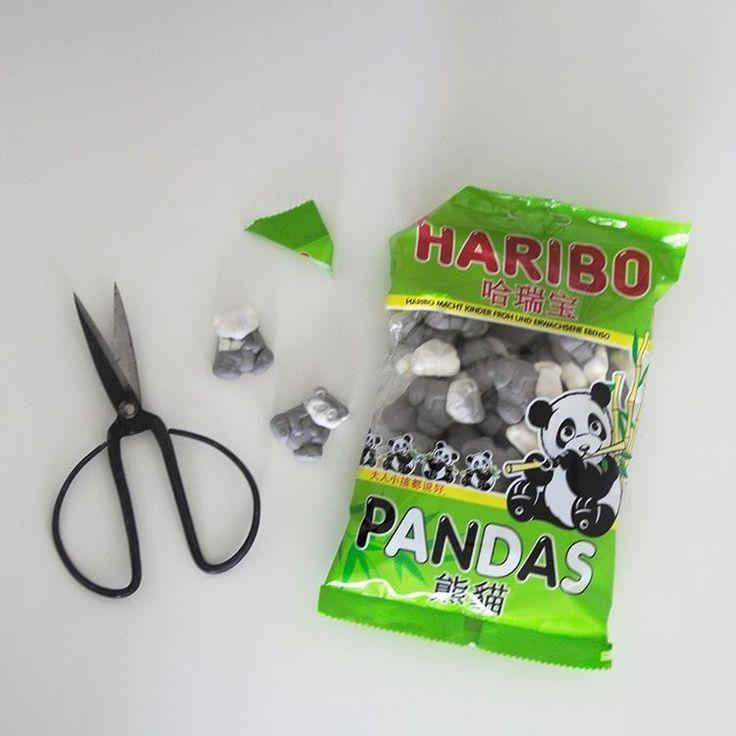 Gerade in der Schublade gefunden: Panda-Schaumgummi 😃  Schmeckt wie diese Schaumgummimäuse, sieht aber niedlicher aus ❤️