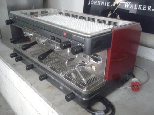 Zum verkauft steht Ein Kaffeemaschine von La Cimbali M32. Mit interner Pumpe 3 Gruppig. Manuell...,Gastronomie Kaffeemaschine La Cimbali Gastro Espressomaschine in Berlin - Tempelhof