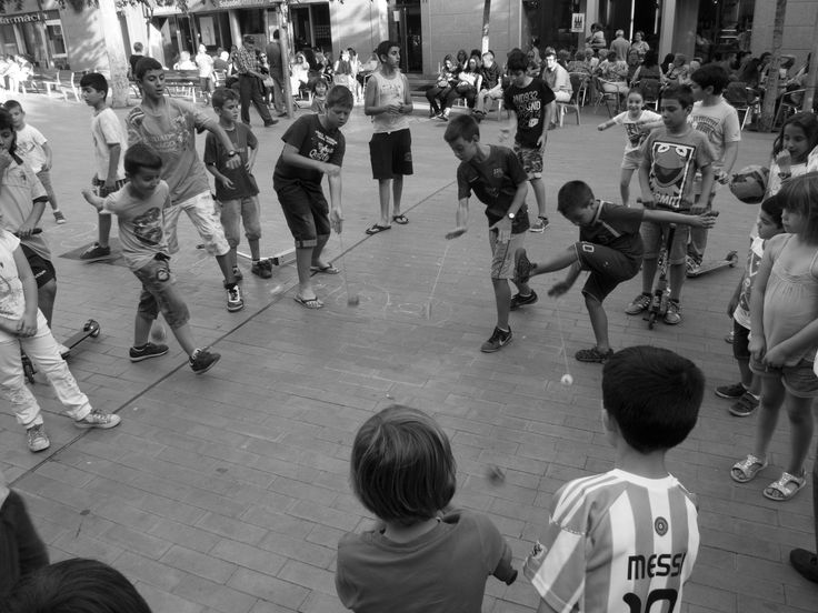 Street spinning top contest by Oriol Lloret on 500px