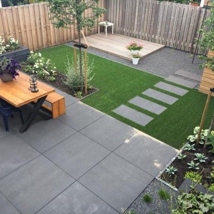 Child friendly garden with artificial grass and large ...