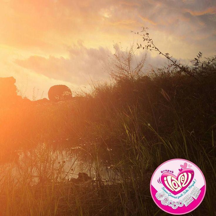 bangun pagi itu sehat krupuk sehat itu krupuk iLoVeu  #krupuk #kuliner #makanan #cemilan #jajanan #resep #sehat #aman #snacksehat #snack #kudapan #indonesia #nusantara #kakek #nenek #ayah #bapak #ibu #mama #bunda #kakak #abang #adik #suka #enak #lezat #nikmat #gurih