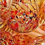 Купить или заказать Бокалы для шампанского 'Мардигра' в интернет-магазине на Ярмарке Мастеров. Бокалы для шампанского из качественного стекла 'Богемия', роспись контурами и красками для витражной росписи. 2 штуки в коробке. Легко моются в тёплой воде с моющим средством, не приемлемо мытьё в посудомоечной машине. Рисунок держится около 3х лет при постоянном использование.
