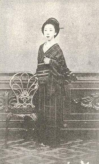 楢崎 龍(ならさき りょう、天保12年6月6日(1841年7月23日) - 明治39年(1906年)1月15日)は江戸時代末期から明治時代の女性。名は一般にお龍(おりょう)と呼ばれることが多い。 中川宮の侍医であった父が死んで困窮していた頃に坂本龍馬と出会い妻となる。薩長同盟成立直後の寺田屋遭難では彼女の機転により龍馬は危機を脱した。龍馬の負傷療養のため鹿児島周辺の温泉を二人で巡り、これは日本初の新婚旅行とされる[1]。龍馬の暗殺後は各地を流転の後に大道商人・西村松兵衛と再婚して西村ツルを名乗る。晩年は落魄し、貧窮の内に没した。