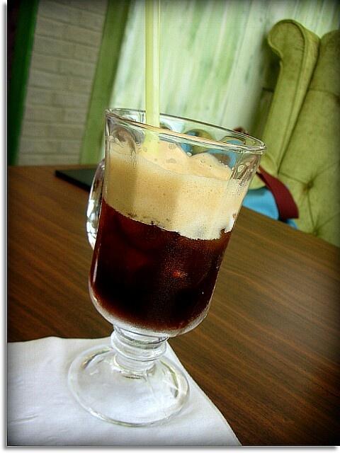 에스프레소의 진한맛을 시원하게 맛볼 수있는 샤끼라또!