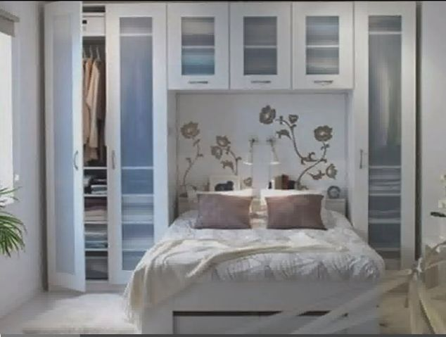 Small bedroom great closet idea wonder if maicol culd for Living room 10x12