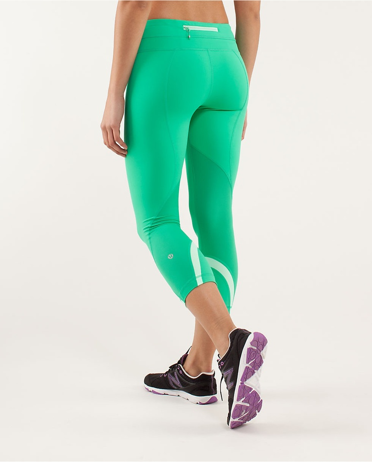 Make sportswear sexy, with our leggings, tights, joggers, and yoga pants. Shop women's workout pants now at Victoria Sport.