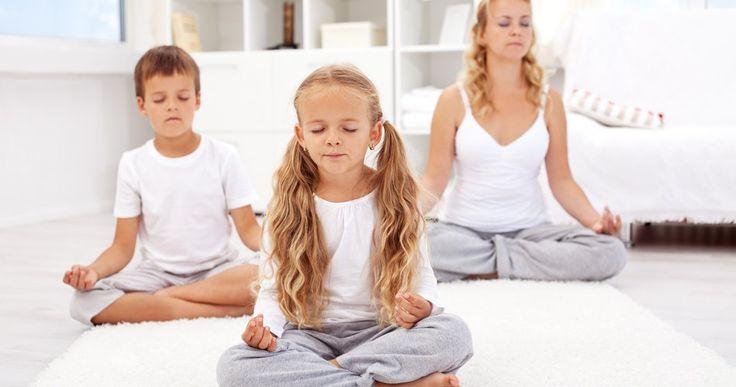 Ils sont certes pleins d'énergie, mais les enfants aussi ont besoin de prendre le temps de relaxer. Voici quelques idées de jeux tranquilles, qui vous permettront de les amuser tout en les calmant.