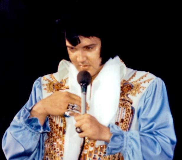 Elvis on stage in Atlanta in june 6 1976