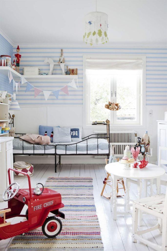 Голубой цвет в детской спальне для мальчика. .
