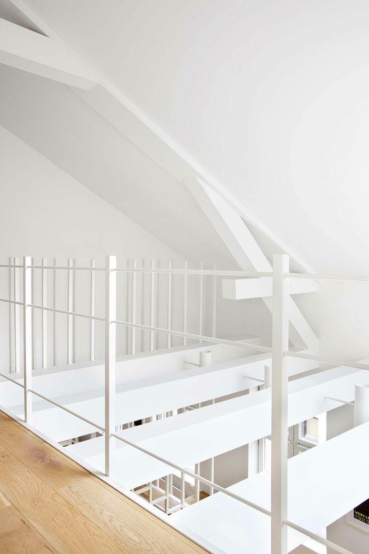 Проектное бюро Haptic Architects оформило интерьер апартаментов Idunsgate в городе Осло, Норвегия. Квартира расположена на верхнем этаже здания, построенного в XIX веке в центральной части города. Клиент приобрел жилое пространство с намерением оформить его в стиле лофт, объединив два этажа и сде...