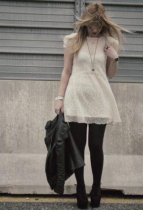 me encanta el  outfit , Vestido blanco con medias negras