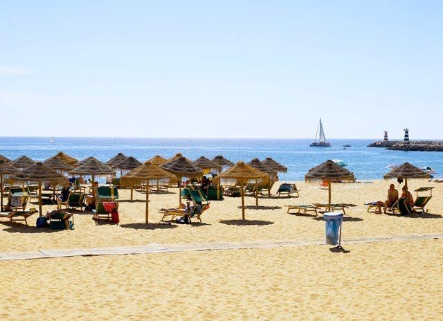 Praia inserida num dos maiores empreendimentos turísticos e residenciais da Europa, cujo espaço público é, desde Novembro de 2011, totalment...