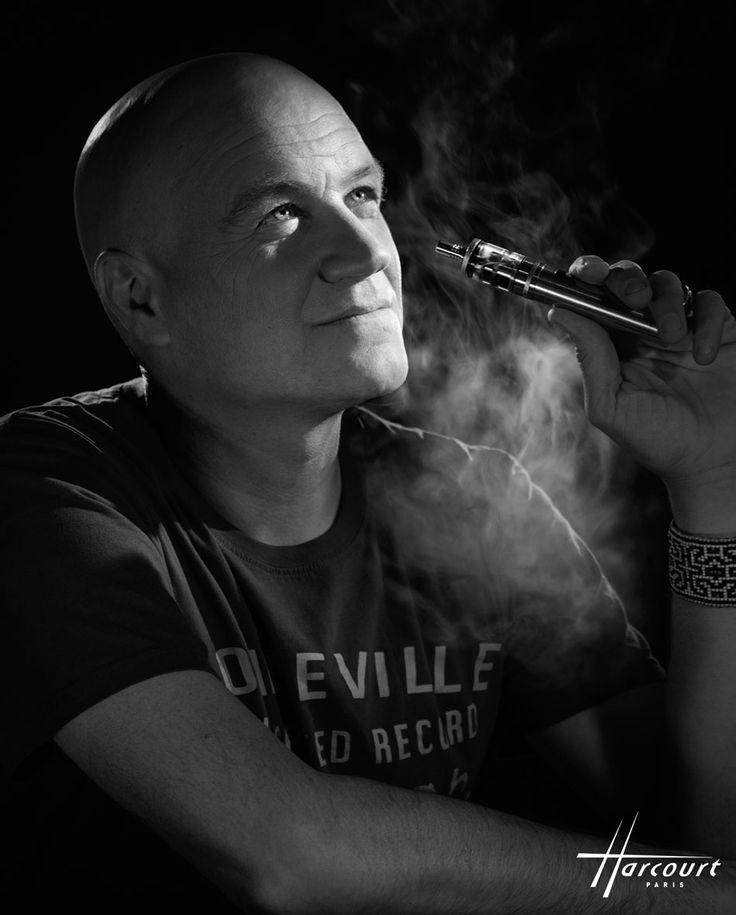 Jan Kounen dénormalise le tabagisme au studio Harcourt | Cigarette électronique