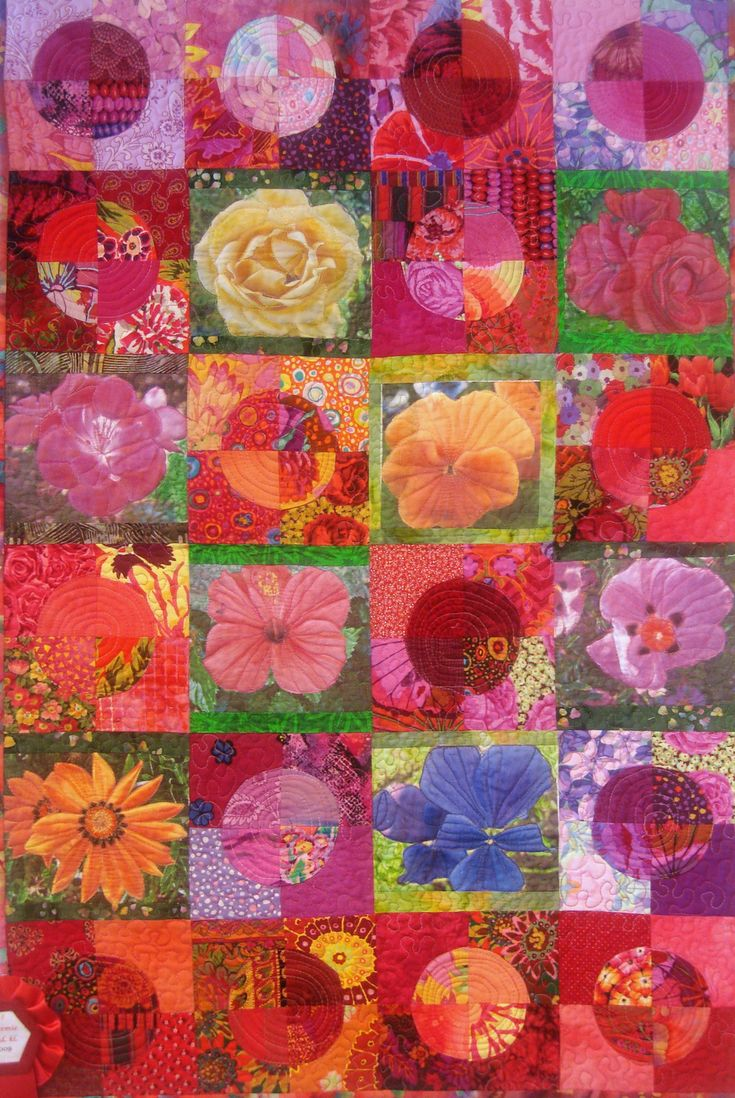 Kaffe Fassett fabrics and digital flowers quilt, 2009 Norwegian Quilt show, photo by Ravenhill