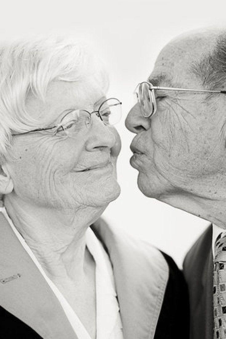 Fotos de casais de idosos capturam a beleza dos casamentos duradouros