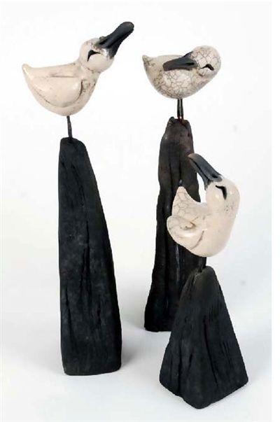 Keramikfugle på sokkel fra Hanne Munk Kure