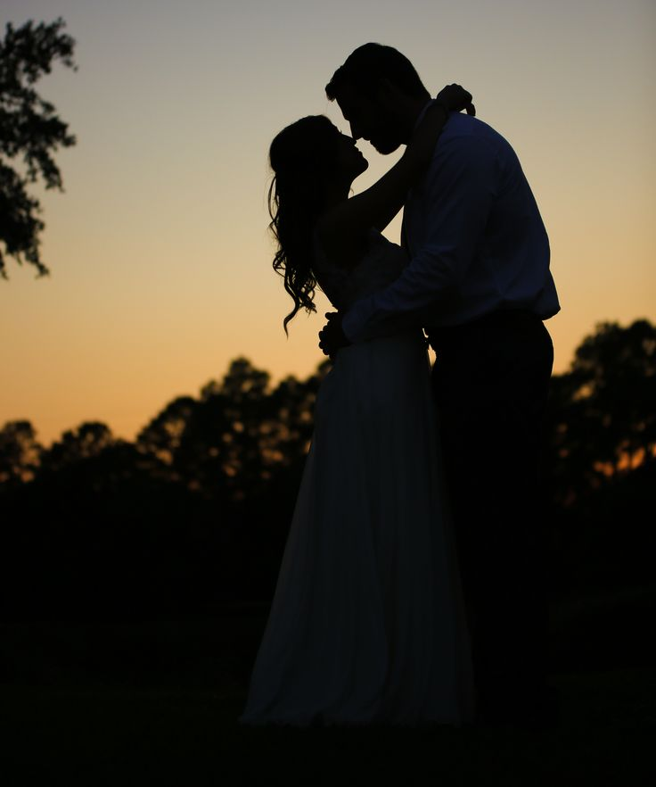 Gorgeous wedding photo at sunset. Wedding photography | silhouette photo | bride and groom