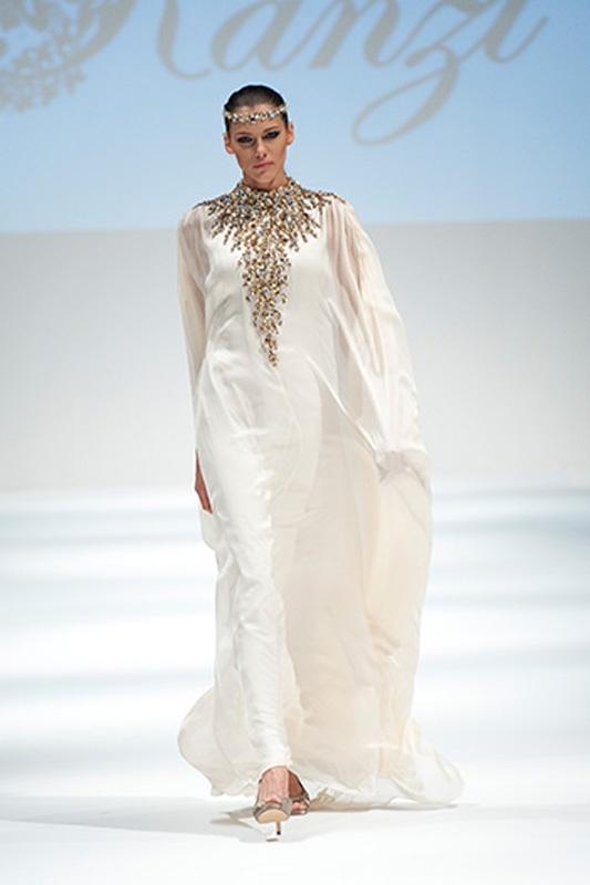 Beautiful abaya by #Kanzi