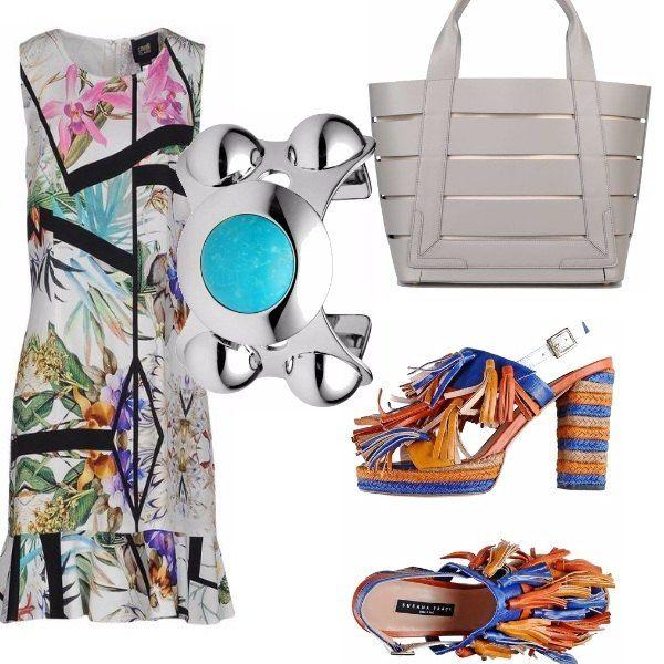 Vestito class Cavalli a fantasia floreale e graphic, sandali di Susana Traca con tacchi in spago e fiocchetti colorati. La borsa bianca è molto estiva