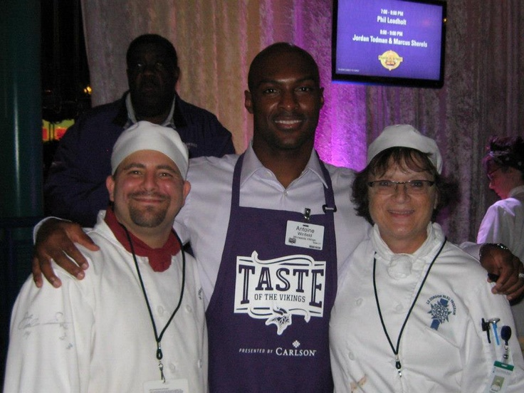 #lecordonbleu students from #lcbmsp with Antoine Winfield at the NFL fundraising event, Taste of the Vikings on 11/19/2012.