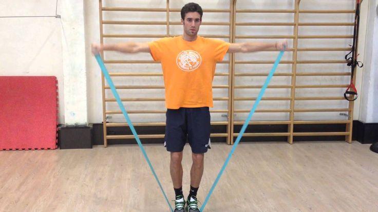 Spalle: alzate laterali con elastico.