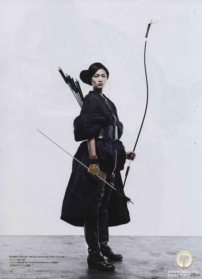 Bow and arrow. Onna-Bugeisha, samurai girl