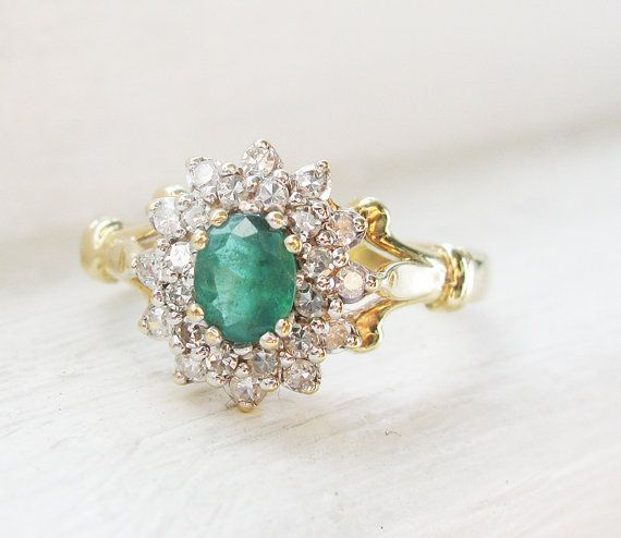 Vintage Emerald and Diamonds 9K Yellow Gold von RosenrosettAntiques