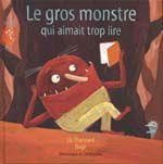 Le gros monstre qui aimait trop lire. CPRPS 31997000797191 Un gros monstre rouge veille à faire fuir tous les humains qui osent s'aventurer dans la forêt. Un jour, une fillette terrorisée abandonne derrière elle un livre aux superbes illustrations. Devant la curiosité du monstre, Mémère Dragon lui propose de lui apprendre à lire. Émerveillé, il découvre l'univers fabuleux qui s'ouvre ainsi à lui et met à profit son talent de conteur afin de le faire partager à son entourage.