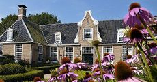 De Klencke is een havezate dichtbij de plaats Oosterhesselen in de Nederlandse gemeente Coevorden. Het landgoed heeft naast de havezate een vijftal boerderijen met ongeveer 200 hectare land. In 1961 is het landgoed door de eigenaresse, mevrouw E.J. Goddard-van der Wyck, nagelaten aan de Vereniging Natuurmonumenten. De havezate en het bijbehorende bouwhuis zijn in 1976 gerestaureerd.
